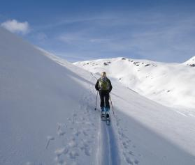 backcountry-skiiing-274390-1920